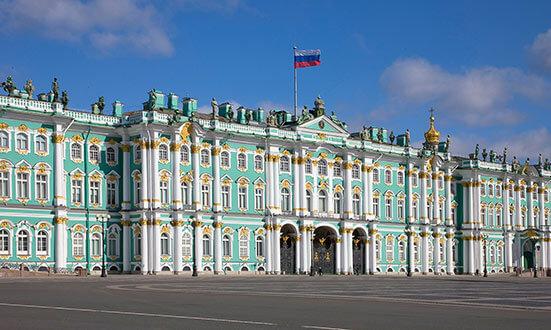 Зимния дворец, централната част от Ермитажа