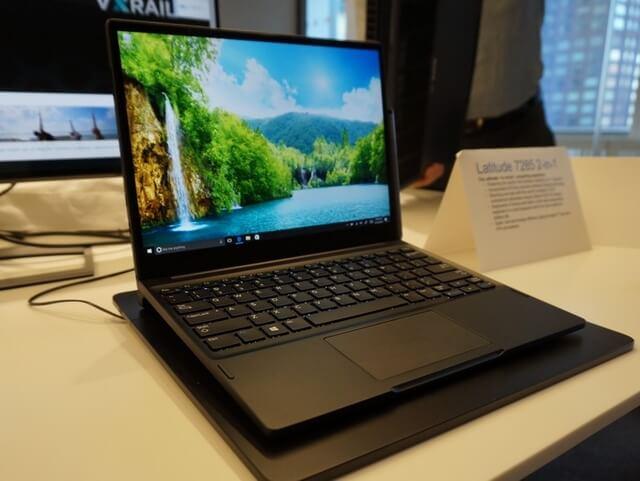 Снимка на лаптоп с безжично зареждане
