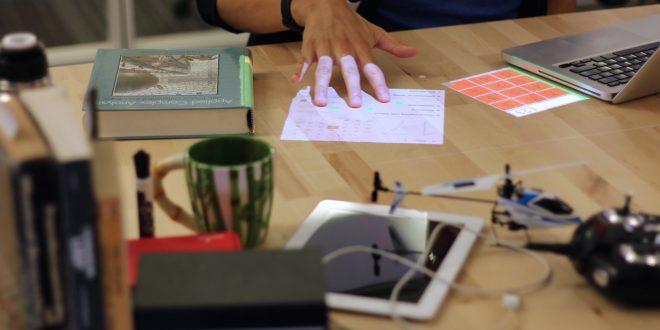 """Заглавна картинка на статията """"Desktopography - концепция за дигитално бюро"""""""