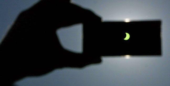 Как да заснемем пълно слънчево затъмнение с телефона си