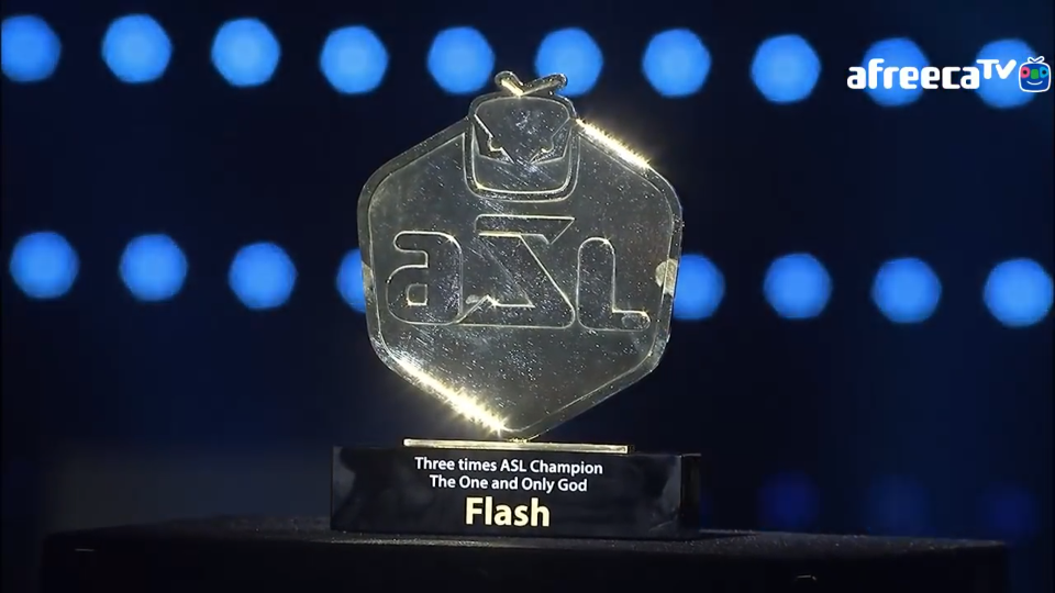 За Flash беше подготвен трофеят за (евентуалната му) тройна победа още преди края на финала