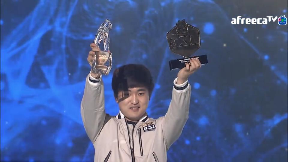 Двата нови трофея на Flash