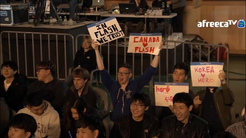 Феновете на Flash и Hero от различни националности
