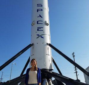 д-р Маргарита Маринова пред ракетата на Space X