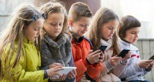 Дете и смартфон