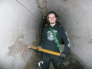 Гадината Проклета с кирка, намерена в изоставен бункер в кв. Лозенец, София.