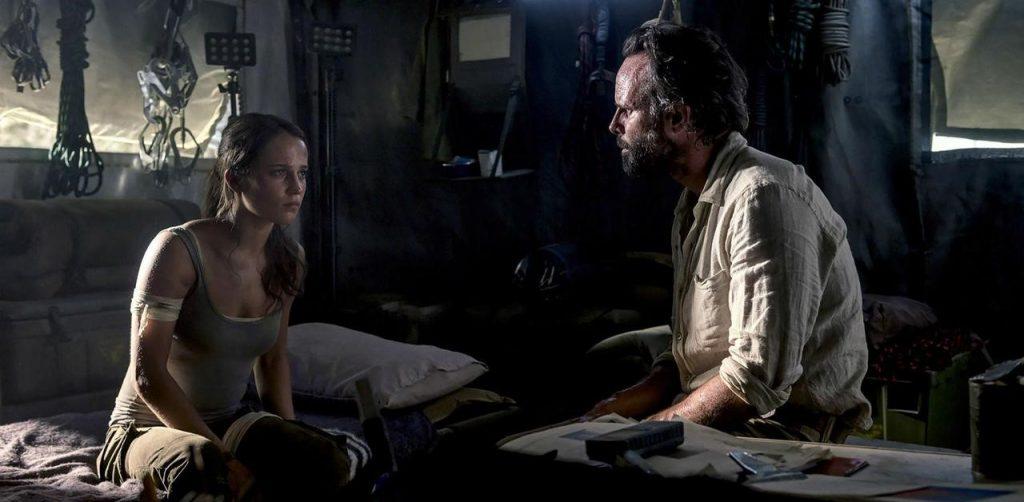 Уолтър Гогинс като главният антагонист в Tomb Raider: Първа Мисия