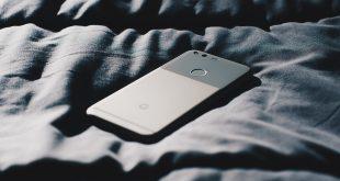 телефон в леглото