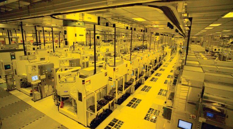 Снимка от завод за производство на чипове