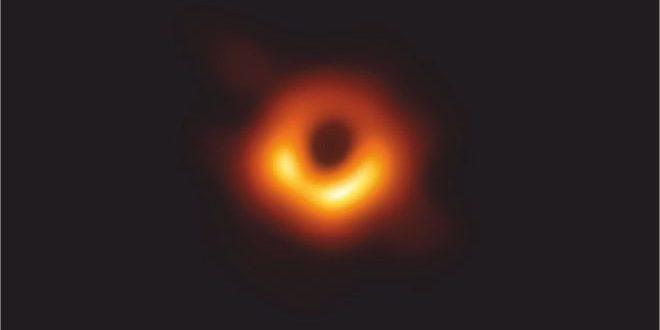 първа снимка на черна дупка