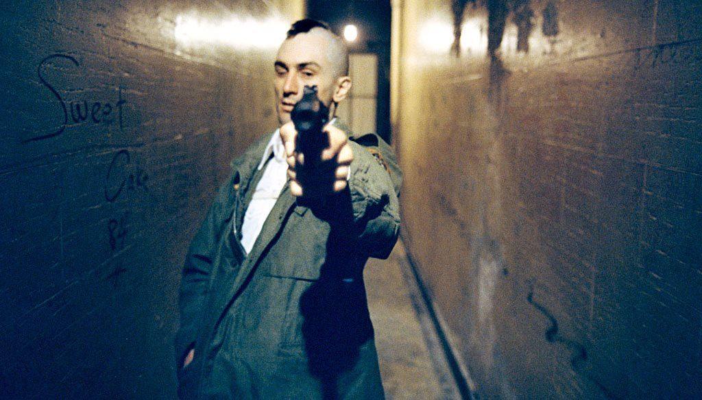 Ревю на Жокера - насочен пистолет