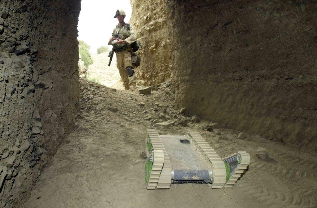 Снимка на първия военен робот (2002г)