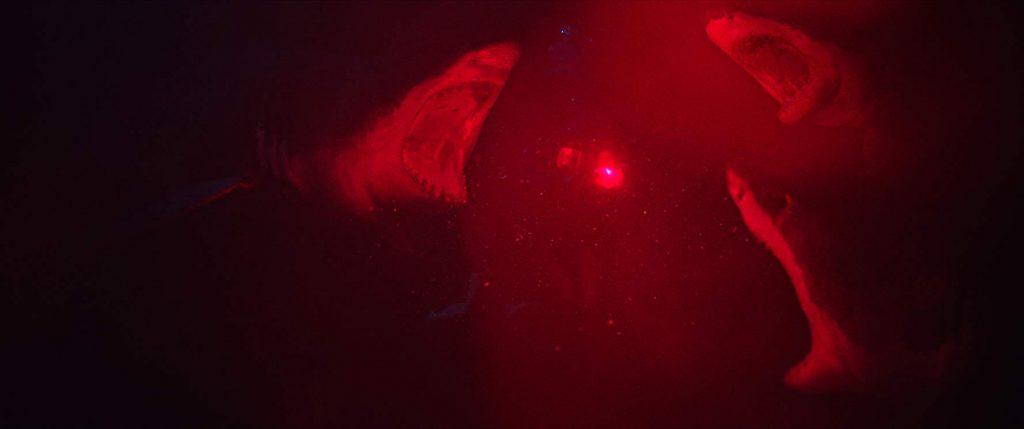 сцена с нападение на акули във филма 47 meters down