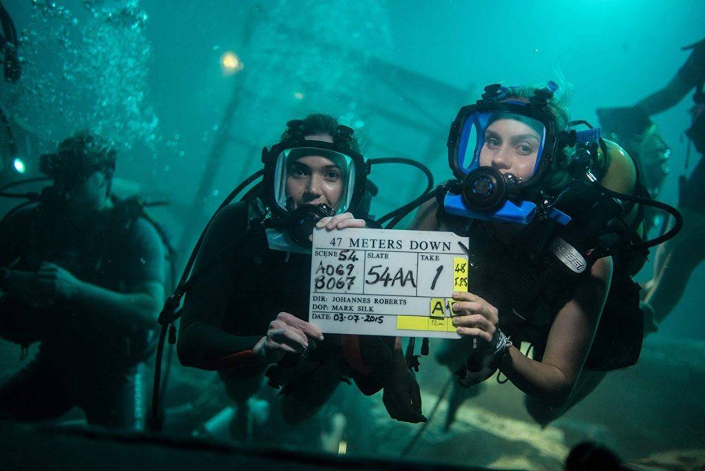 Манди Мур и Клеър Холт с кадър от снимачния процес на 47 meters down