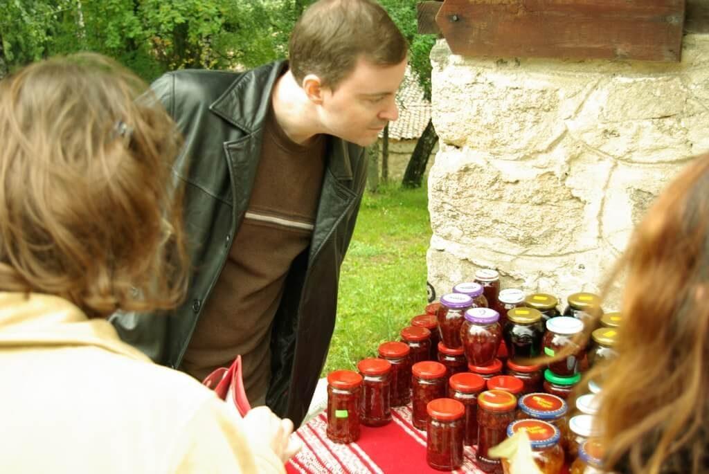 Кийт Бейкър по време на престоя си в България