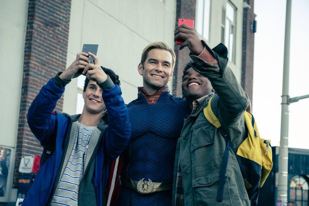 """селфи със супергерой в сериала """"The Boys"""""""