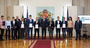 """30-годишният д-р Златко Минев от Йейл е носител на наградата """"Джон Атанасов"""""""