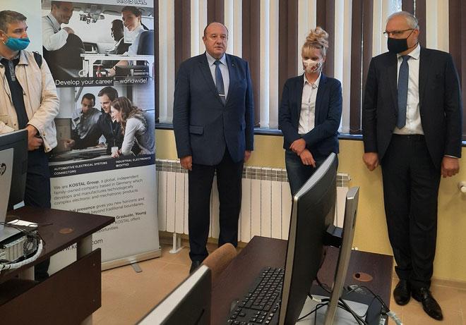 Нова лаборатория по вградени системи за управление в ТУ-София