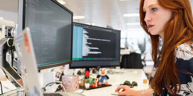JavaScript, Java и Python са сред най-търсените езици за програмиране през 2021 Заглавно изображение
