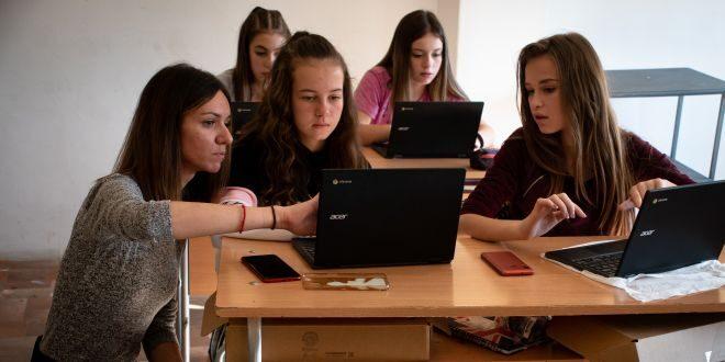 Успешният образователен модел 1:1 се развива